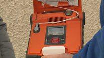 100 defibrillator anns na h-Eileanan