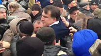 Saakaşvilini Kiyevdə polisin əlindən belə aldılar