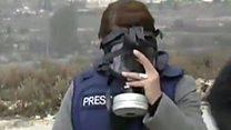 "مراسلة بي بي سي ""تختنق"" وسط مواجهات رام الله"