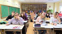 Как учатся в школах Латвии учатся на двух языках