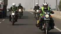 インド首相のお膝元で州議会選挙 女性バイカーと探る課題