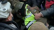 Як це було: протестувальники прориваються у Жовтневий