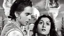 ऐक्टर दिलीप कुमार  हिन्दी फ़िल्मों के एक प्रसिद्ध और लोकप्रिय अभिनेता जिनको  'ट्रेजिडी किंग' भी कहा जाता था .
