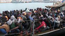 """""""Usaron alambre de púas para atarme de manos y pies"""": el infierno de los migrantes africanos esclavizados en Libia"""