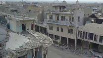 Xarabalıqlarda qohumlarının cəsədlərini axtaran Mosul sakinləri