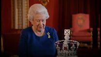エリザベス英女王、王冠をかぶる時のアドバイス
