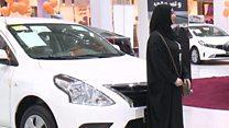 أول معرض سيارات في السعودية مخصص للنساء