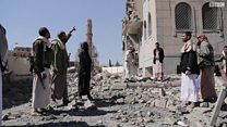 بي بي سي داخل مركز اعتقال في صنعاء بعد قصفه