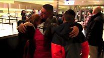عناق وبكاء خلال ترحيل رجل عاش في الولايات المتحدة 30 عاما