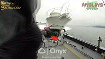 Ce moment effrayant où les pêcheurs échappent de justesse à un accident de bateau
