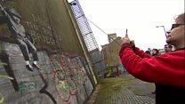 طرح جدیدی از بنکسی بر دیوار پلی در شهر هال بریتانیا