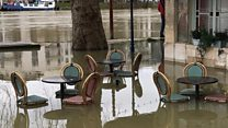 Paris battles floods as Seine level peaks