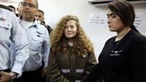 पाहा व्हीडिओ: तिने इस्राईली सैनिकाच्या थोबाडीत का मारली?