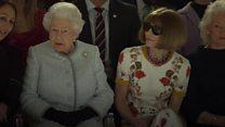 Королева Елизавета впервые посетила Лондонскую неделю моды