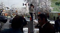 """چرا پلیس تهران """"دختران خیابان انقلاب"""" را به """"تشویق به فساد"""" متهم کرده؟"""