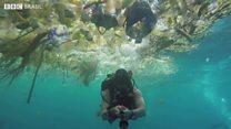 Mergulhador filma 'mar de lixo' em ilha vizinha a Bali
