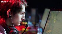 'Ganho mais que meu pai': o jovem que é pago para jogar videogames