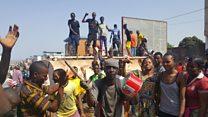 Des jeunes érigent des barricades à Conacry