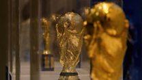 Au Sénégal, voir le trophée FIFA de près et rêver