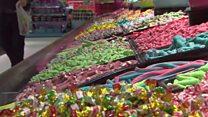 يعبرون الحدود لشراء الحلويات