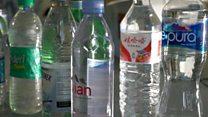 बोतल के पानी में प्लास्टिक