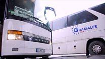 Чому українці їдуть на заробітки: розмови на автостанції Хмельницького