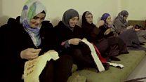 كيف ساعد فنان مغربي لاجئات فلسطينيات