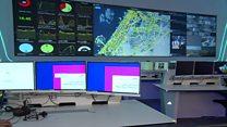 غرفة تحكم فائقة التطور في دبي تتحكم بـوسائل نقل جماعية كثيرة بشكل حي