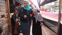 """مراسلة بي بي سي في الإسكندرية: """"معظم السيدات التي توجهن للإدلاء بأصواتهن من كبار السن."""""""