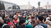 """""""Скажите правду и всё"""": как прошел стихийный митинг в Кемерове"""