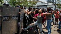 Venezuela: las desesperadas protestas de los familiares de los fallecidos en la cárcel de Valencia