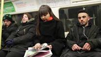 هنرمندی که با نقاشی در مترو بیماریش را درمان میکند