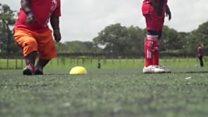 یک تیم فوتبال با بازیکنان کوتاهقامت کنیایی