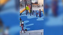 Vídeo viraliza ao mostrar menino negro hostilizado por crianças brancas na Espanha