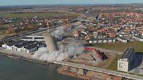 La espectacular demolición de un silo en Dinamarca que destruyó una biblioteca por accidente