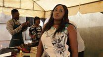 Nkiru Emodi fabrique les chaussures des célébrités à Lagos