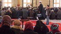 İstanbulda məscid inqilabı: Qadınlar kişilərlə birgə namaz qılmaq istəyir