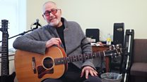 Yordano di Marzo canta para BBC Mundo desde su apartamento de Nueva York