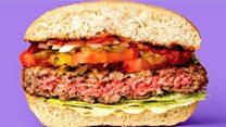 Burger ya mboga inayotoa damu inapokatwa
