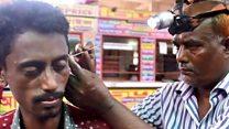 पाहा व्हीडिओ : तुम्ही कान कोरणाऱ्याकडून कधी मळ काढून घेतला आहे का?