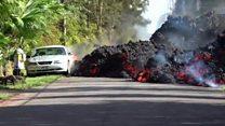 या लाव्हा रसाचा उद्रेकानं गाड्या आणि घरं जळून खाक झाली