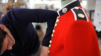 Де шиють однострій на весілля принца?