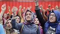 Flormar'da işten çıkarmalar: Çoğu kadın 120 çalışan eylemde