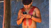 """""""Me gusta ver lo que todo el mundo está haciendo"""": la comunidad del Amazonas que se entusiasmó con la tecnología"""