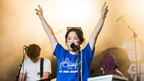 Superorganism brings the party with Everybody Wants To Be Famous