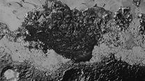Astrônomos desvendam mistério da formação de dunas sem vento em Plutão