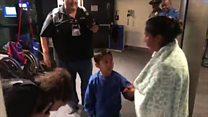 Assista ao reencontro emocionado de mãe e filho separados na fronteira dos EUA