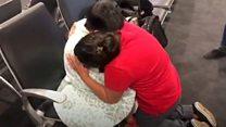 El momento del emotivo reencuentro entre Beata Mejía y su hijo de 7 años