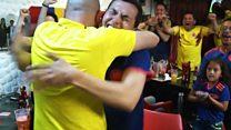 La apasionada manera en que un hincha ciego y sordo sigue los partidos de Colombia gracias a su amigo