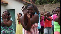 「刑務所に幸せを広げる」 ケニアのヨガ講師、女性受刑者を支援